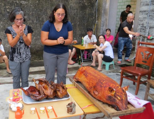 """""""Bai San"""" ritual to pay respects to our ancestors in Taishan"""